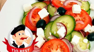 ensalda-de-pepino-cebolla-tomate-olivas-negras-y-queso-fresco-tio-rest