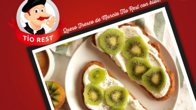 tostadas-de-queso-fresco-de-murcia-con-kiwi